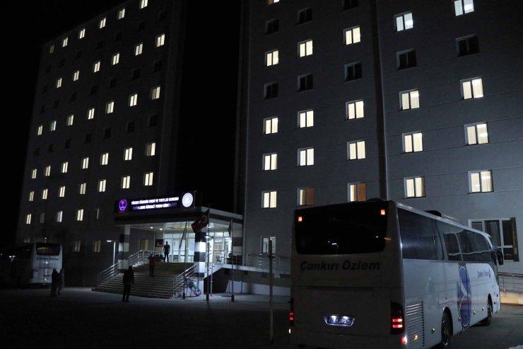 Katar'dan getirilen 162 Türk vatandaşı Çankırı'da