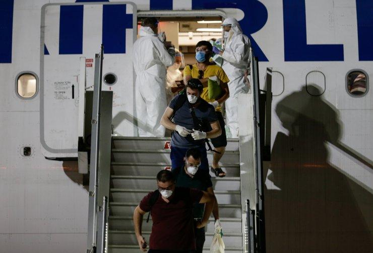 Hindistan'dan gelen 87 Türk vatandaşı, İzmir'de karantinada
