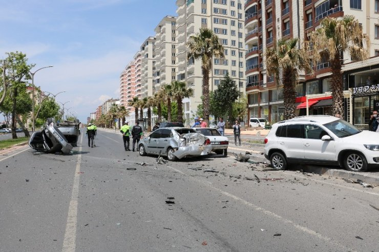 Kahramanmaraş'ta Otomobil 5 Araca Çarparak Durabildi
