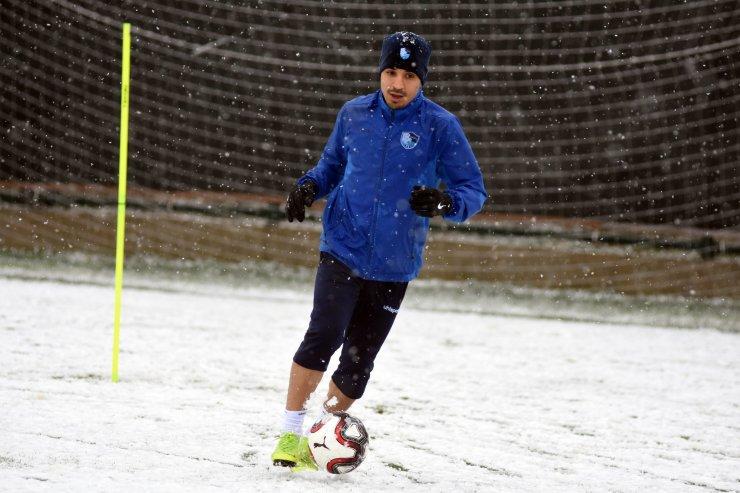 Erzurumspor lapa lapa kar altında antrenman yaptı