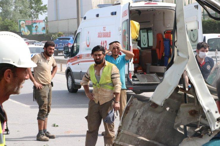 İşçi servisi ve kamyonet çarpışmıştı! Yaralanan 5 kişiden biri öldü