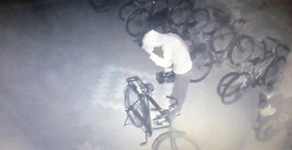Konya'daki akü hırsızı kameraya yakalandı