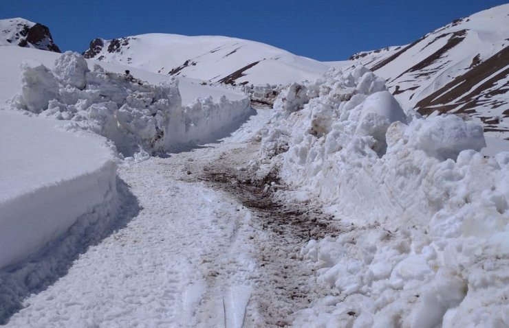 Bir tarafta hava 40 derece diğer yanda kar var
