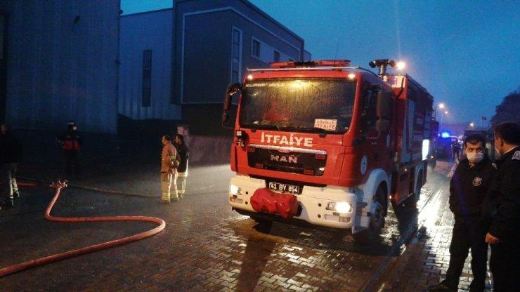 Kocaeli'de Akşam Saatlerinde Fabrikada Yangın Çıktı