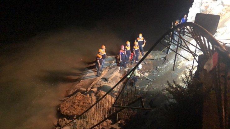 Bursa'da istinat duvarı çöktü! Altında kalan kişi aranıyor