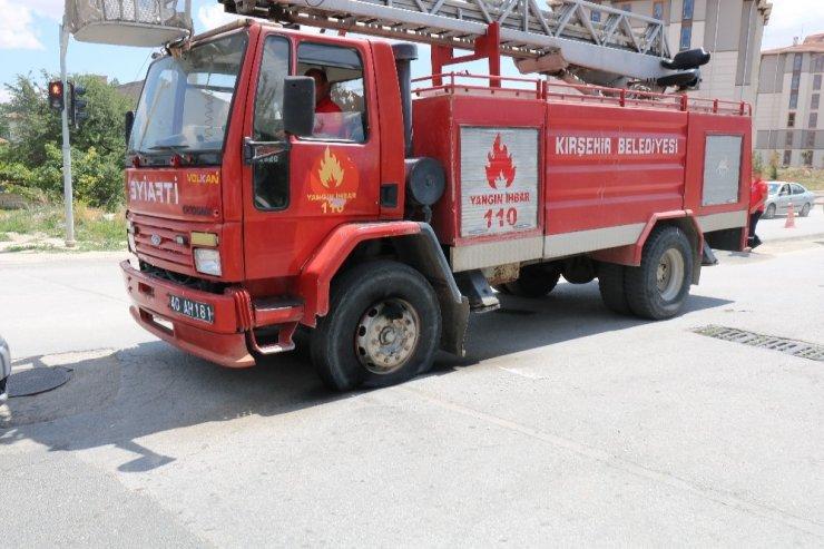 Kırşehir'de elektrik akımına kapılan belediye işçisi canından oluyordu