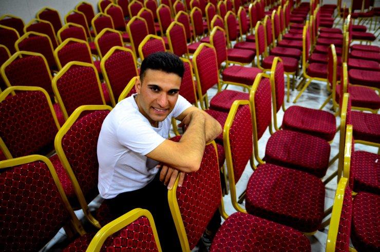 Konya'da tarım işçisi, İstanbul'da tiyatrocu