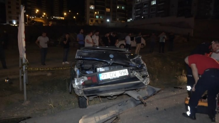 Takla atıp sürüklenen araç gaz kaçırırken başından ayrılmadılar