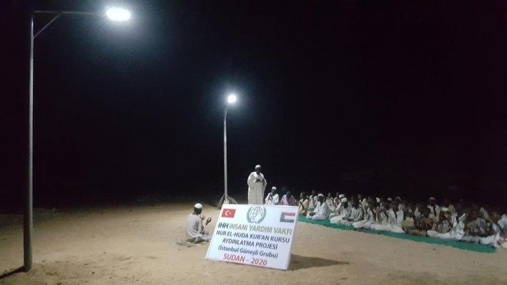 İHH Sudan'da güneş enerjili aydınlatma sistemi kurdu! Hafız adayları mutlu