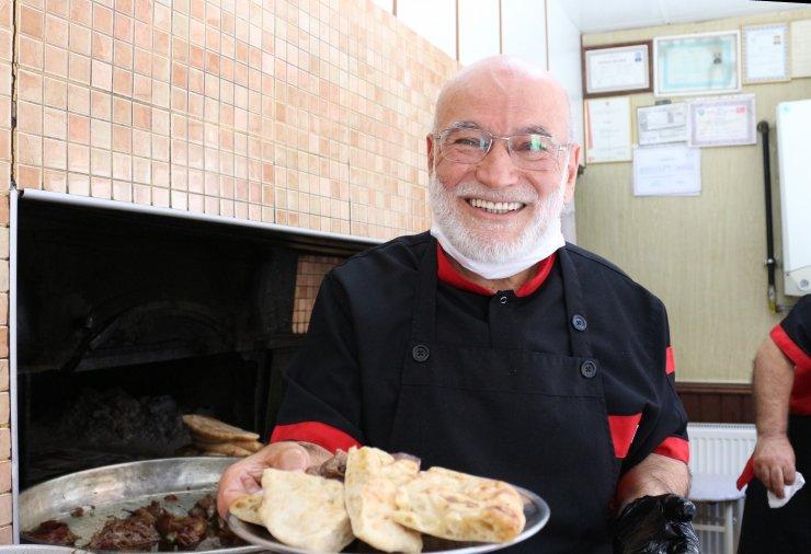 Konya 'Fırın Kebabı'nı çatal bıçakla değil elle yiyin