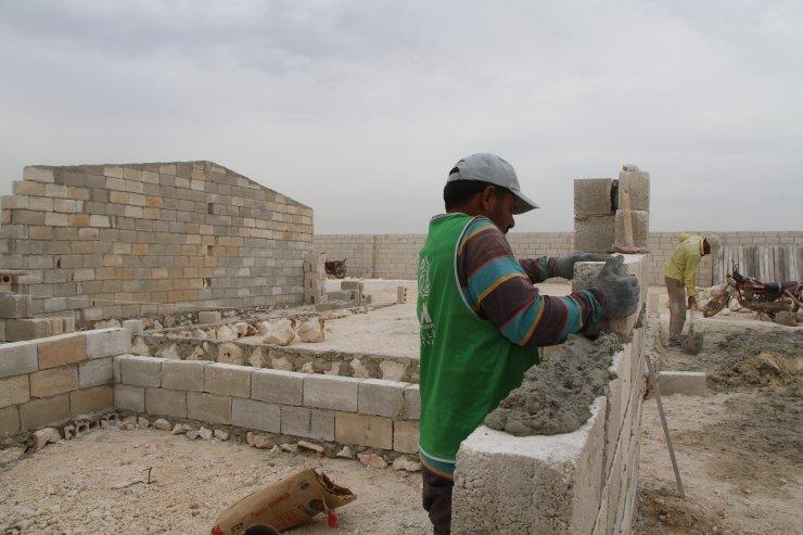 İHH İdlib'de 120 bin sığınmacıya yuva kuruyor