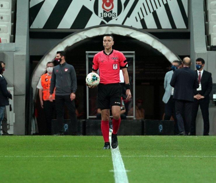 Zorbay Küçük Beşiktaş-Konyaspor maçında sakatlandı! 6 ay maç yönetemeyecek