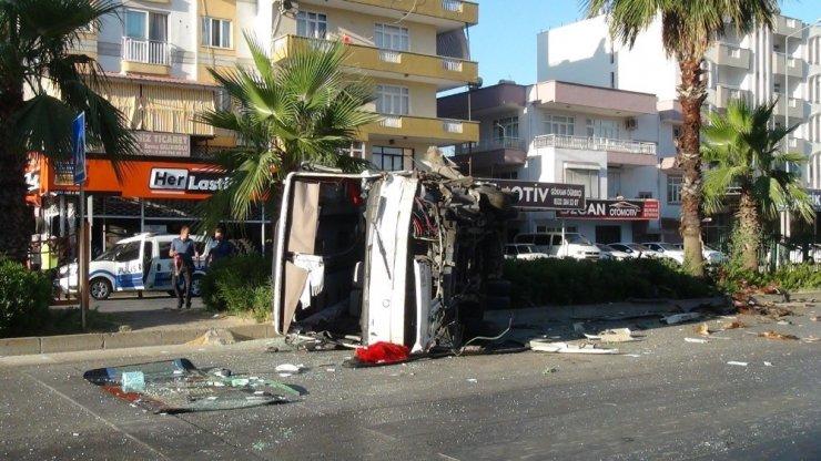 Antalya Serik'te midibüs devrildi! Şans eseri yolda kimse yoktu