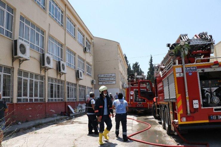 Mersin'de okulda dezenfektan üretimi sırasında patlama meydana geldi! Kimya öğretmeni  hayatını kaybetti