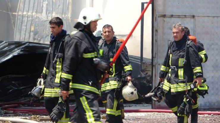 Kayseri'de yanan fabrikasını çaresizlik içinde izledi