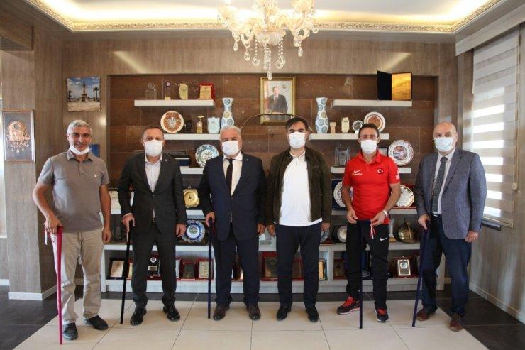 Ampute futbol heyetinden Başkan Çoban'a ziyaret