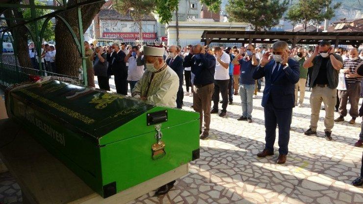 TEM otoyolundaki kazada hayatını kaybeden Feyza Yatmaz memleketinde defnedildi
