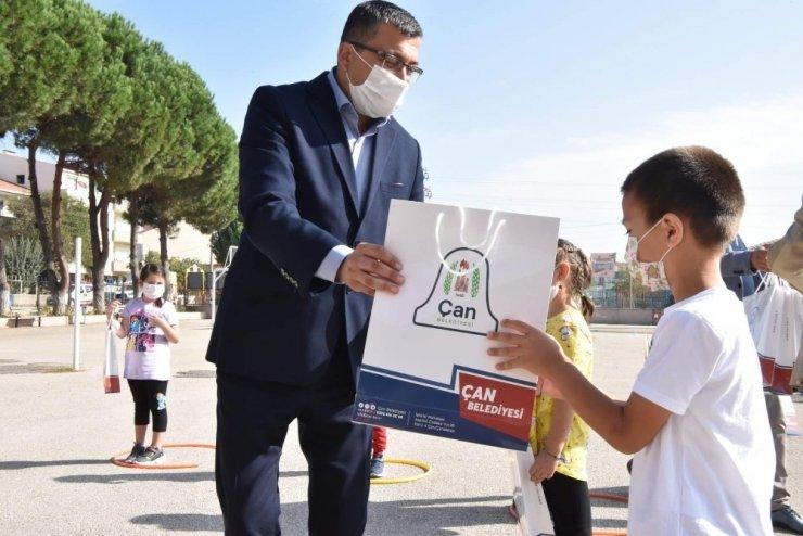 Çan Belediye Başkanı Bülent Öz okulları ziyaret etti