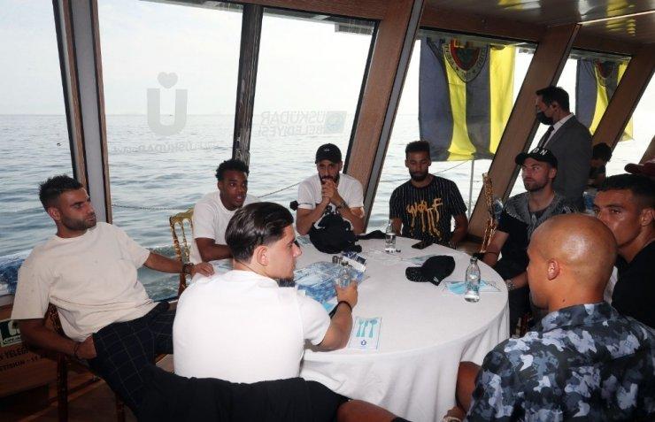 Fenerbahçe derbi öncesi tekne turuyla moral depoladı