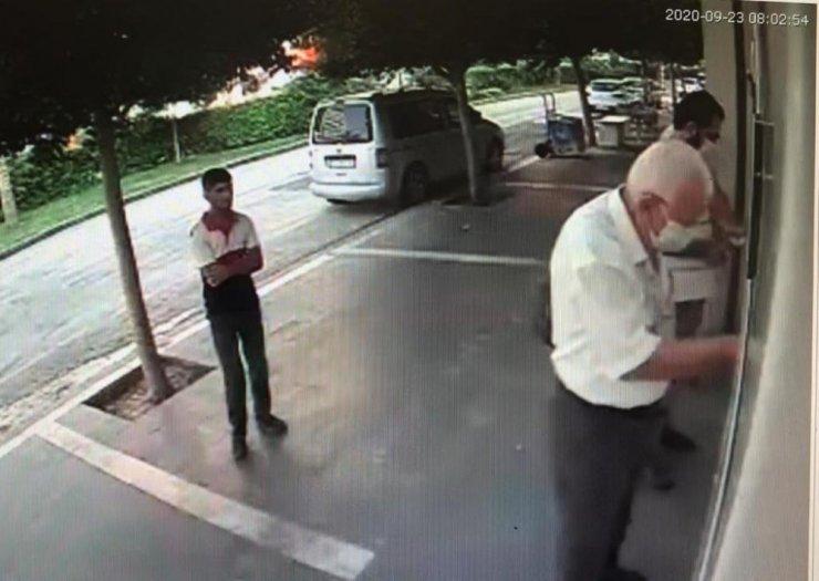 Emeklinin maaşını böyle çaldı