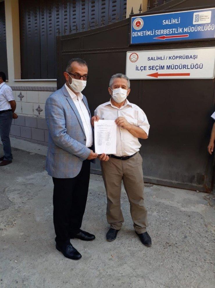 Salihli AK Parti İlçe Başkanı Dinç mazbatasını aldı