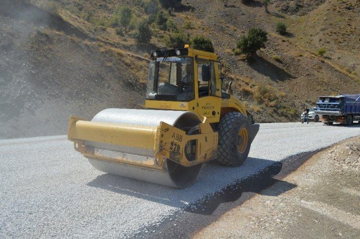 Kumluca Büyükalan-Dereköy grup yoluna asfalt
