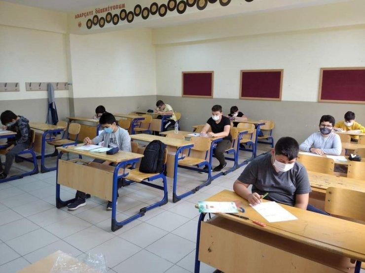 LGS deneme sınavı sosyal mesafeli yapıldı