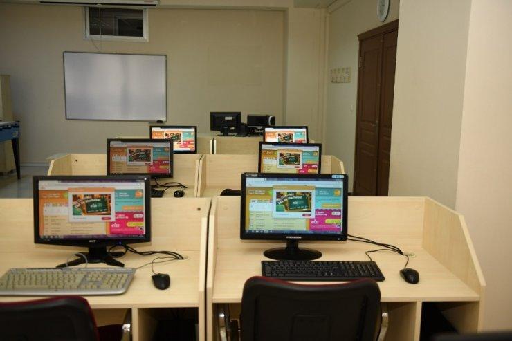 Esenyurt'ta uzaktan eğitime destek noktaları kuruyor