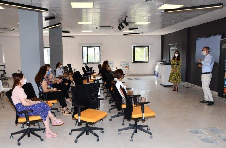 Akdeniz'in kadınları ve gençleri dijital pazarlama dünyasına adım atıyor
