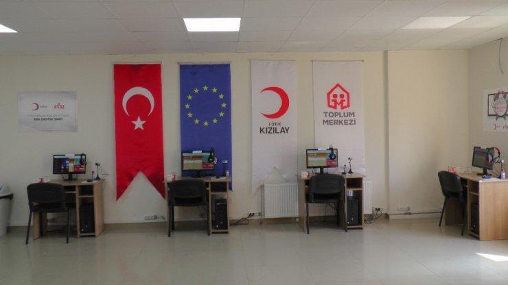 Türk Kızılay, EBA destek noktaları ile öğrencilerin uzaktan eğitimine yardımcı oluyor