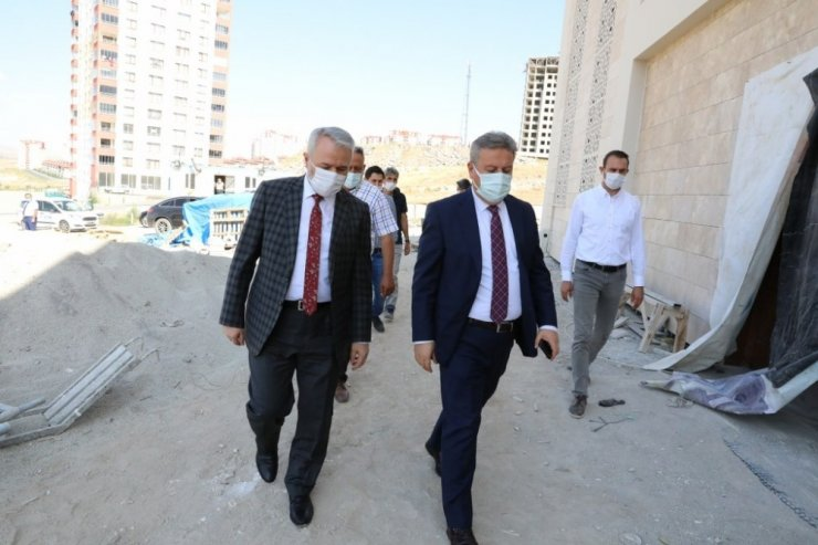 Başkan Palancıoğlu Hamdi Şanlıünal Camisi inşaat alanında incelemelerde bulundu