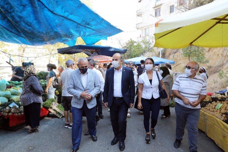 Türkyılmaz'dan cuma pazarına ziyaret