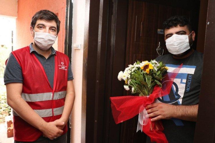 Sultanbeyli Kaymakamlığı'ndan koronavirüse yakalanıp iyileşen vatandaşlara geçmiş olsun ziyareti