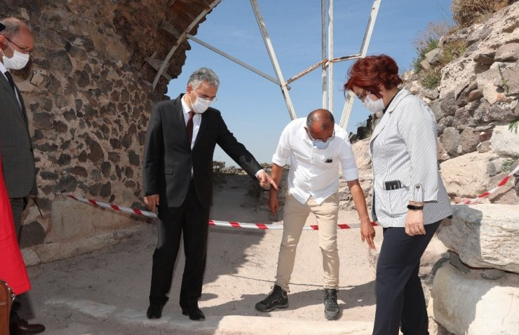 Vali Ayyıldız, Karacahisar Kalesi arkeolojik kazı alanını ziyaret etti