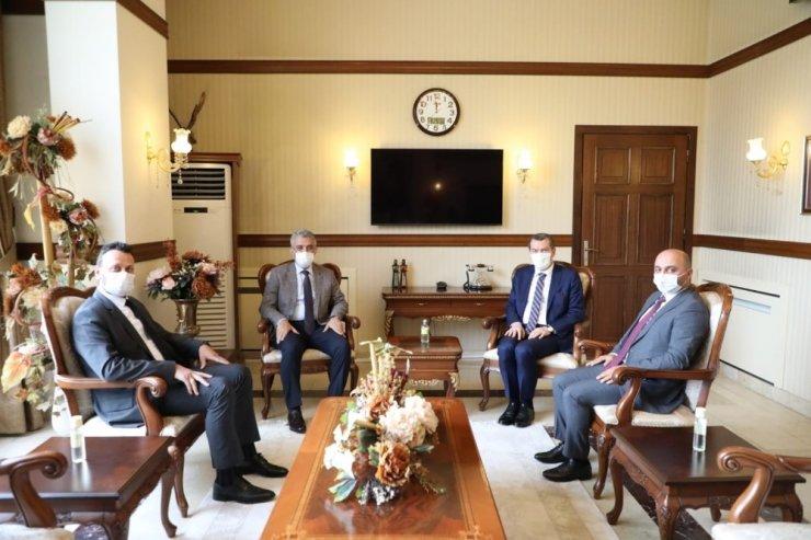"""Başkan Arısoy'dan Erzincan Valisi Mehmet Makas'a """"hayırlı olsun"""" ziyareti"""