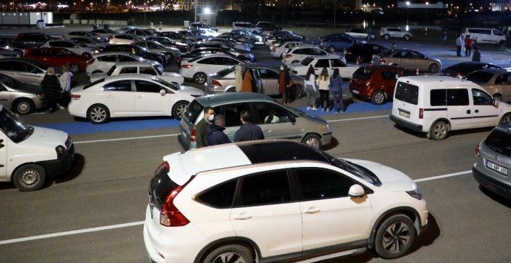 Afyonkarahisar'da ilk defa düzenlenen 'arabada konsere' ilgi yoğun oldu