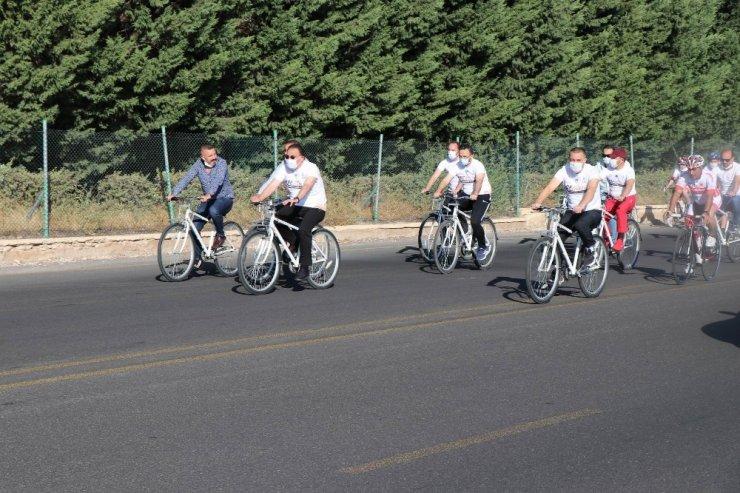 Nevşehir'de Avrupa Spor Haftası etkinlikleri kapsamında 7'den 70'e herkes bisiklet sürdü