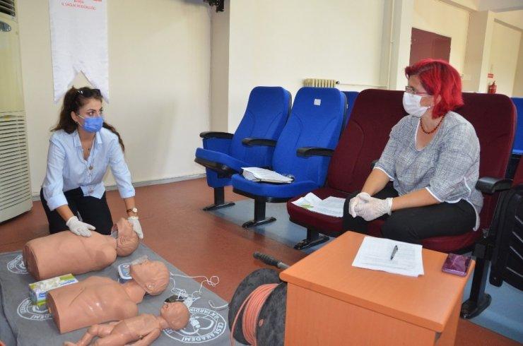 Bursa'da 200 ilk yardım eğitmenine OED eğitimi