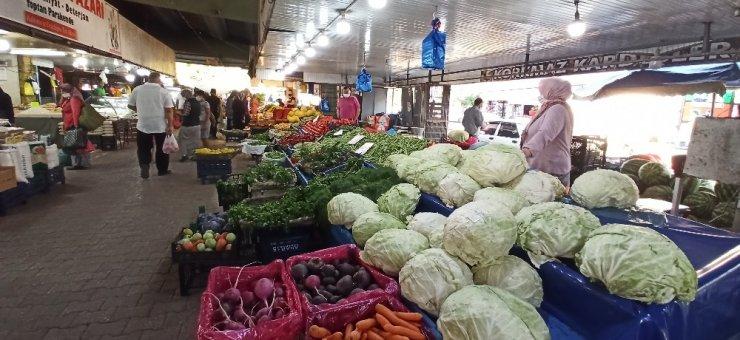 Pazaryerlerinde kışlık alışveriş telaşı başladı