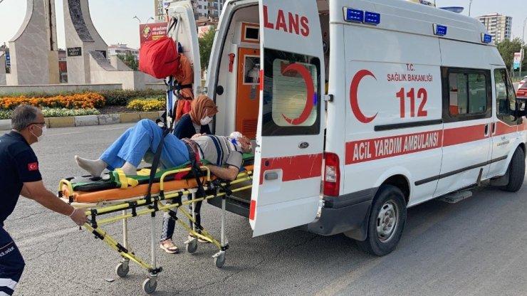 Elazığ'da otomobiller çarpıştı:2 yaralı