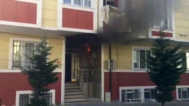 Binanın trafosunda çıkan yangın paniğe neden oldu