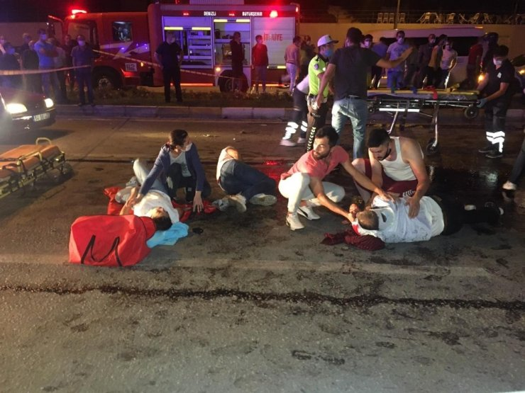 Pamukkale'de kontrolden çıkan otomobil karşı şeride geçti: 2'si ağır 10 yaralı