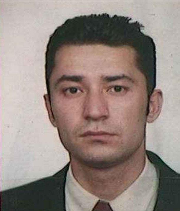 Evinde ölü bulunan genç öğretmen toprağa verildi