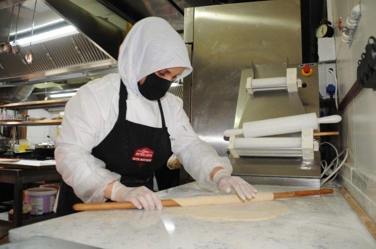 Eskişehir'in geleneksel lezzeti kuru börek yeniden doğdu