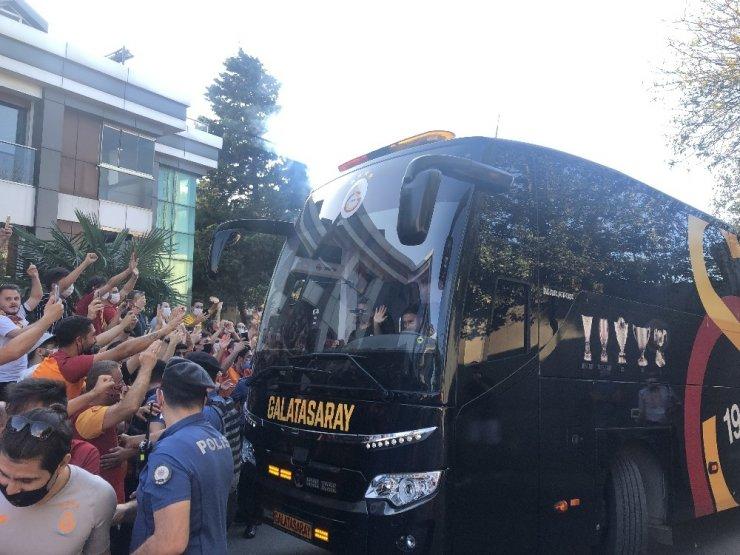Galatasaray derbi için yola çıktı