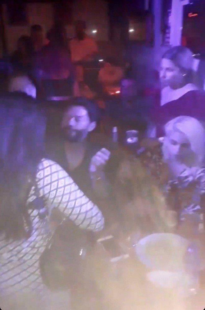 Taksim'de salgına rağmen açılan gece kulüplerinde kuralsız eğlenceler kamerada