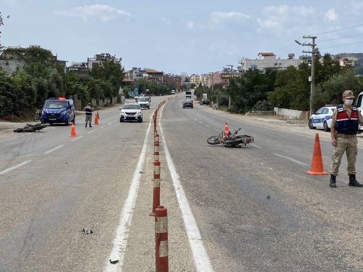 Samandağ'da motosikletler çarpıştı: 2 yaralı