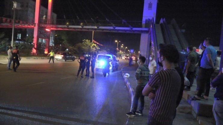 Polis tarafından terminalden çıkartıldı, soluğu üst geçitte aldı