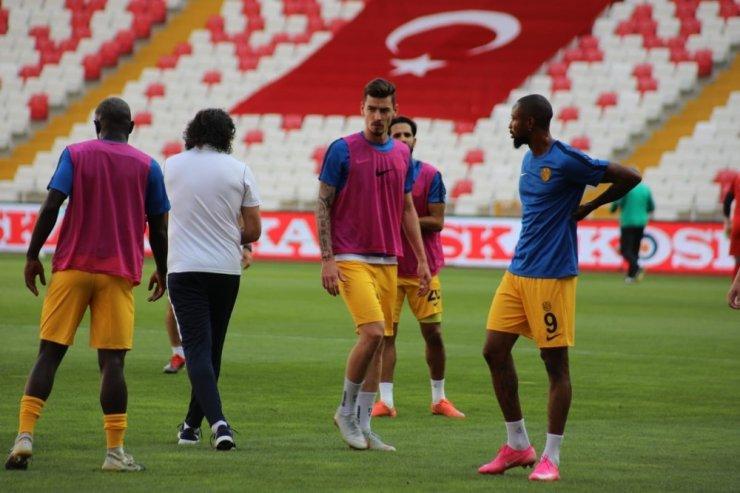 MKE Ankaragücü'nde Erdi Dikmen ilk kez Süper Lig'de forma giydi