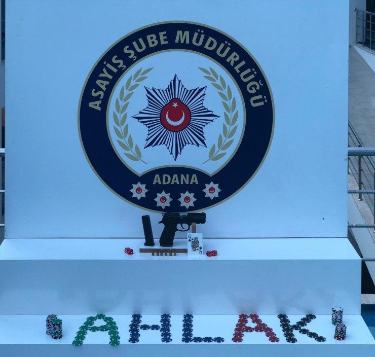 Adana'da apartman dairesine kumar baskını